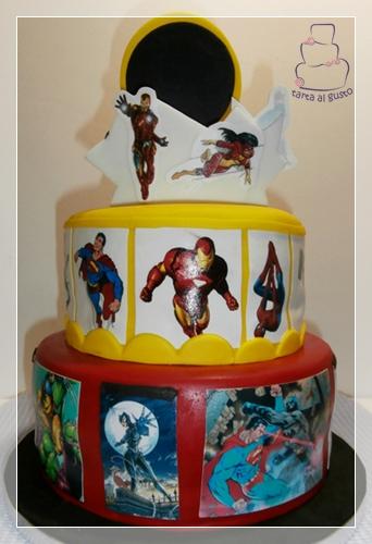 Tarta superheroes detras